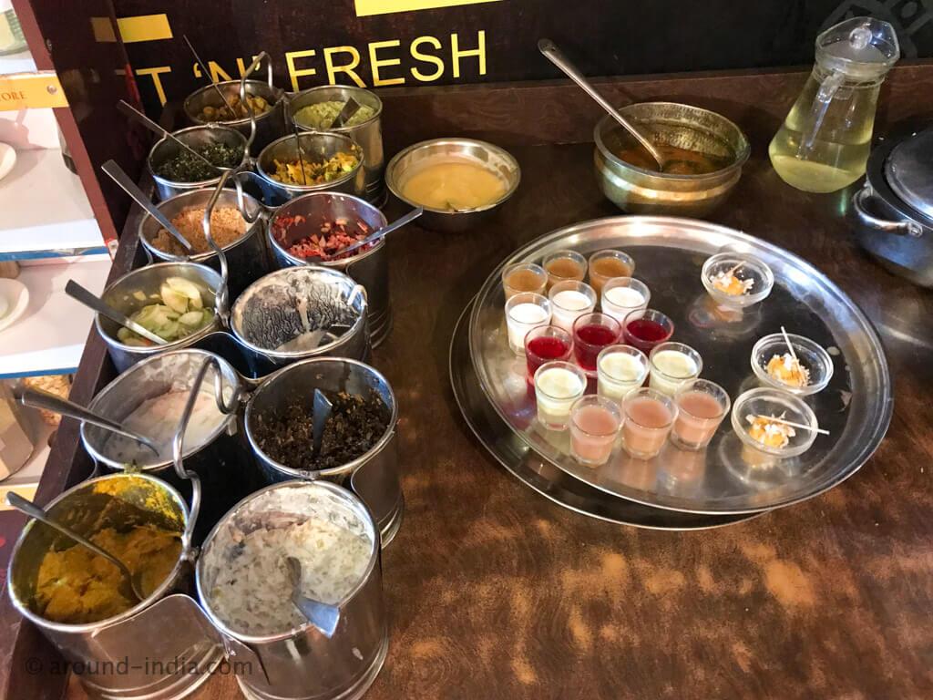 アーユルヴェーダ食堂の王様ランチ「Sanjeevanam Vegetarian Restaurant」|タミルナドゥ州チェンナイ
