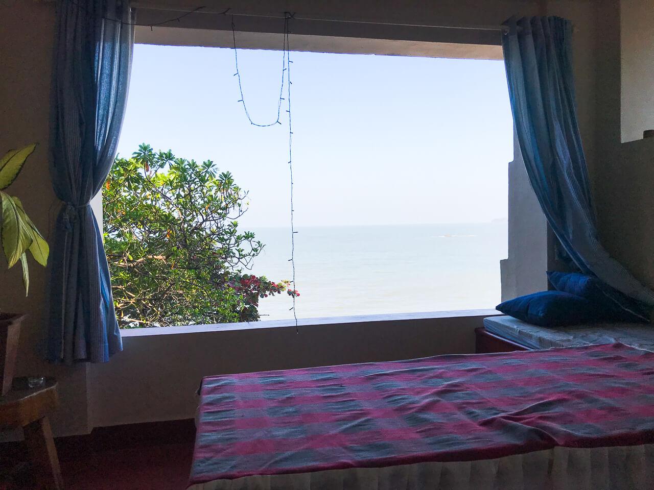 カヌールの宿Seashellの目の前のビーチ Adikardarai beach海の小部屋