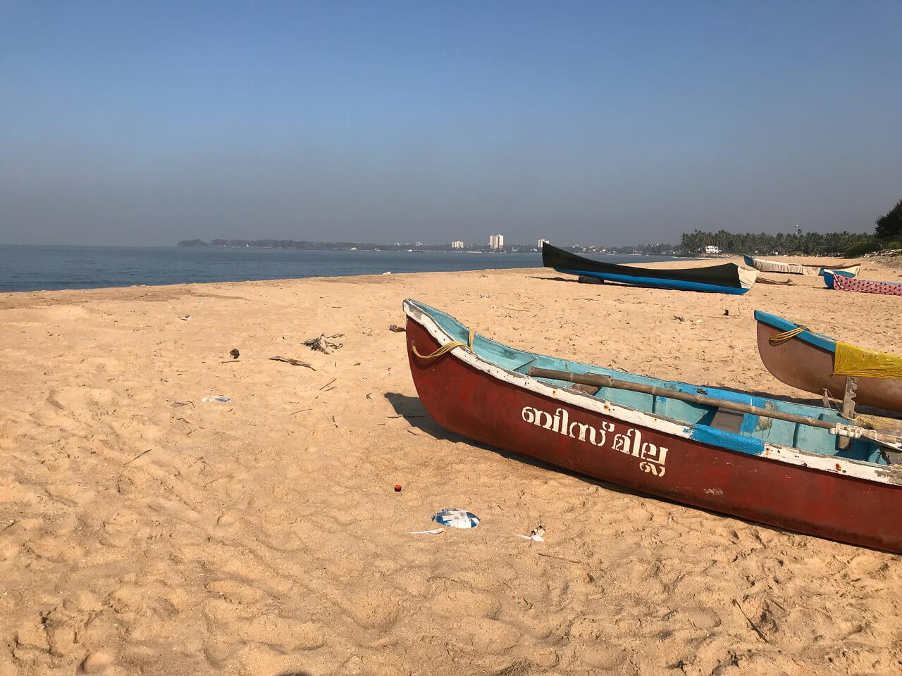 カヌールの宿Seashellの目の前のビーチ Adikardarai beach