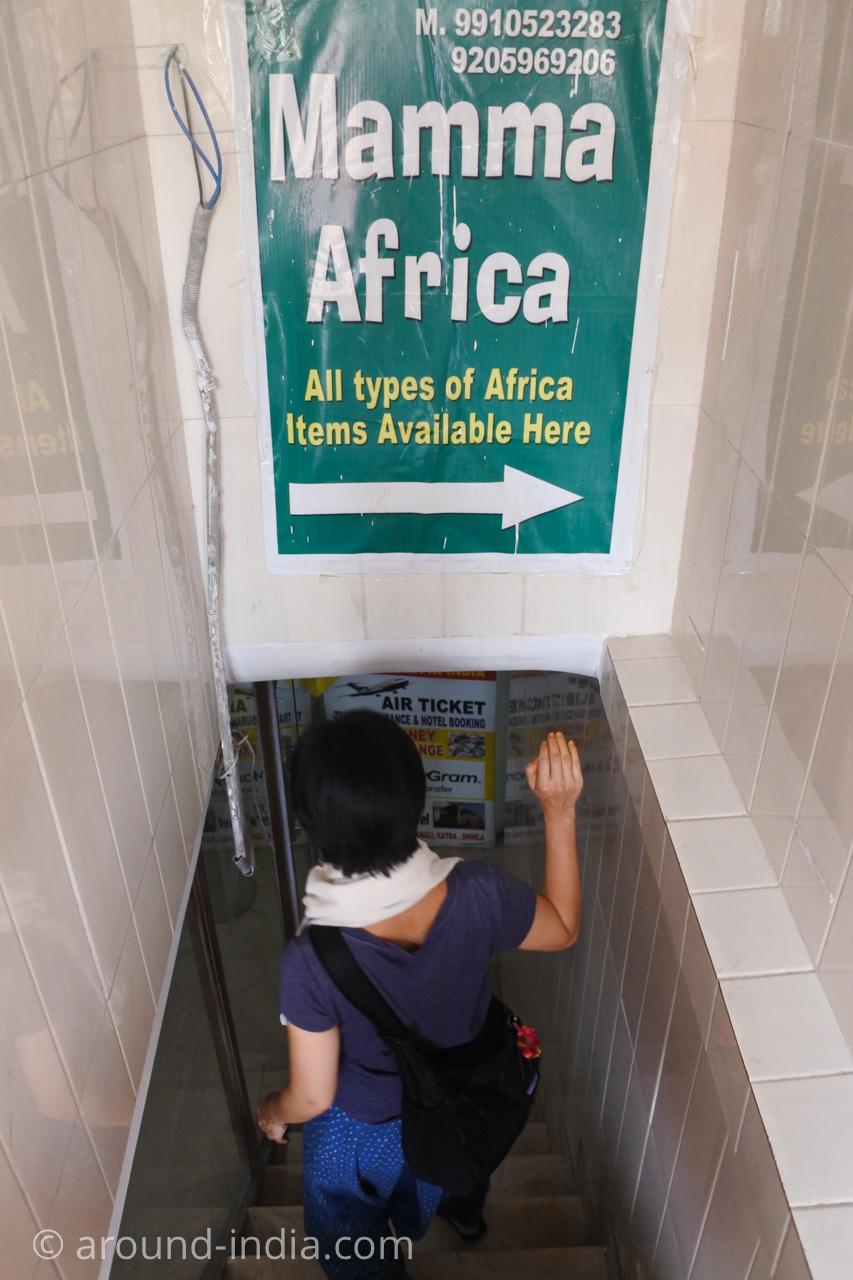 デリーINAマーケットのアフリカ食材店Mamma Africaに入るAROUND INDIA田村ゆみ