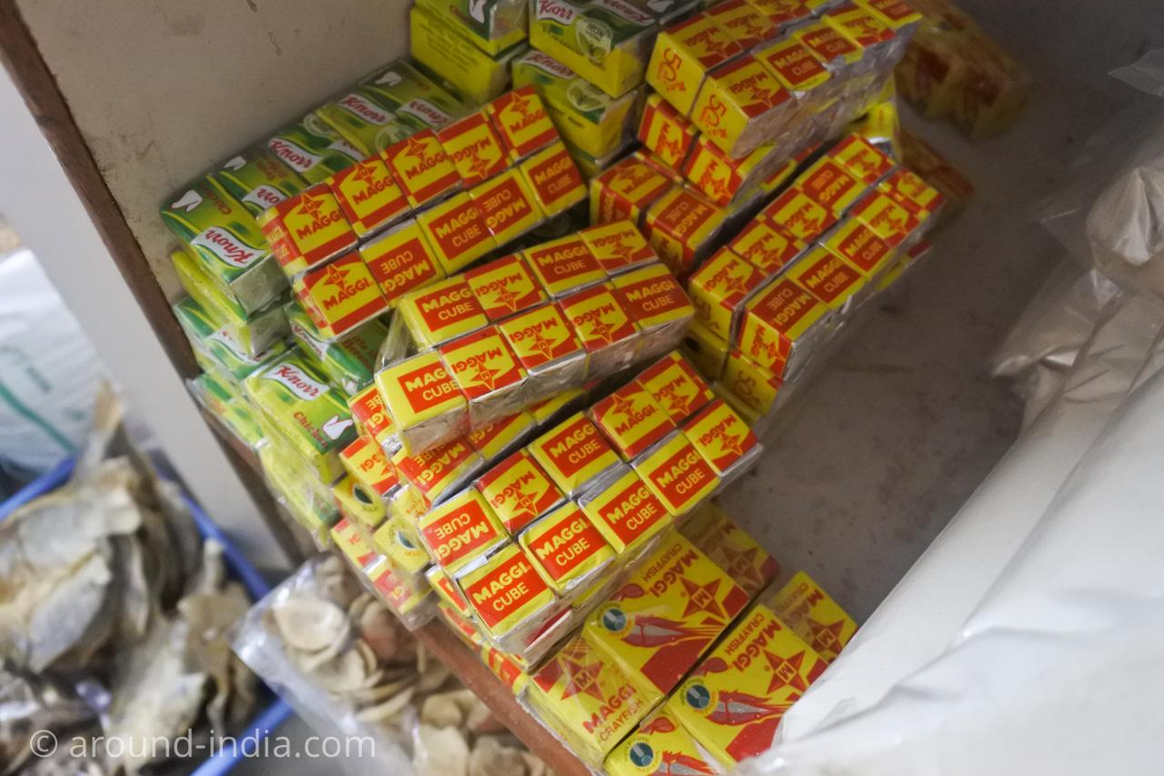 デリーINAマーケットのアフリカ食材店Mamma Africa マギー スープの素