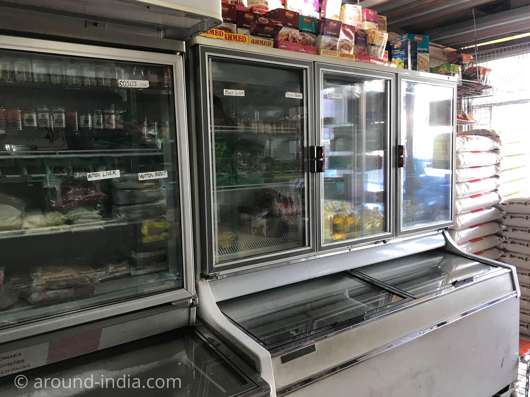 湘南台のインド食材店タージマハールの冷凍冷蔵コーナー