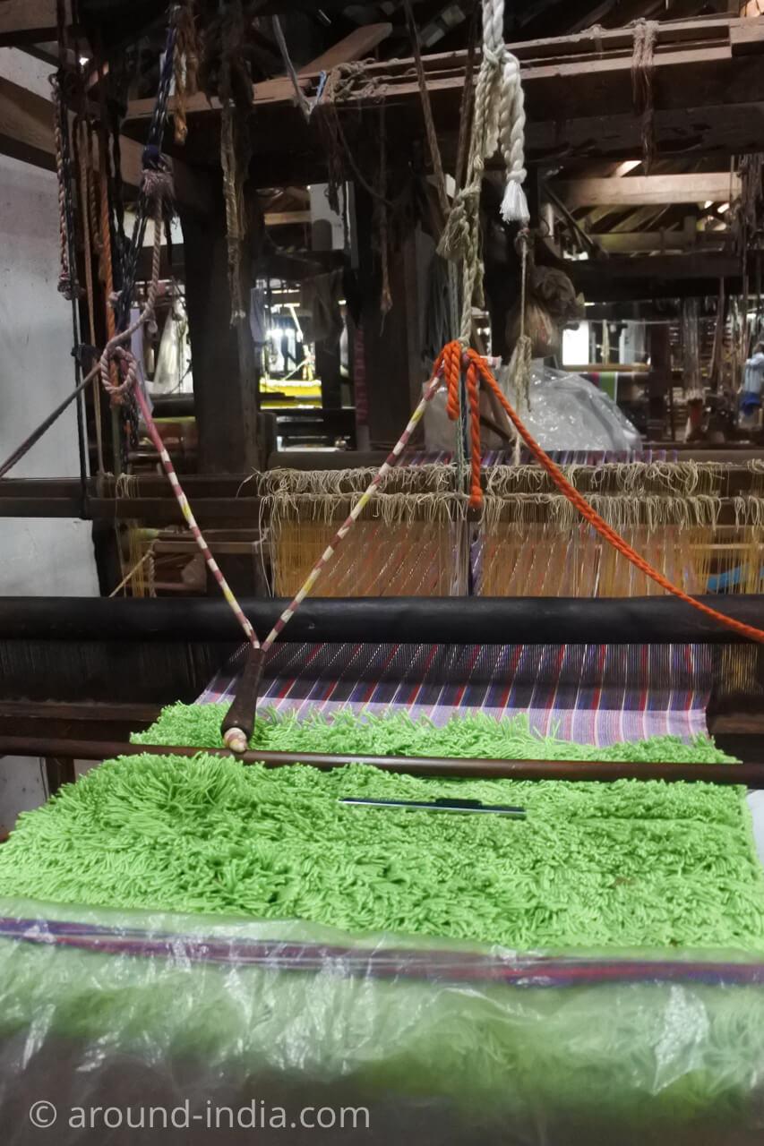 ケララの織物工房 ふわふわマットも手織り