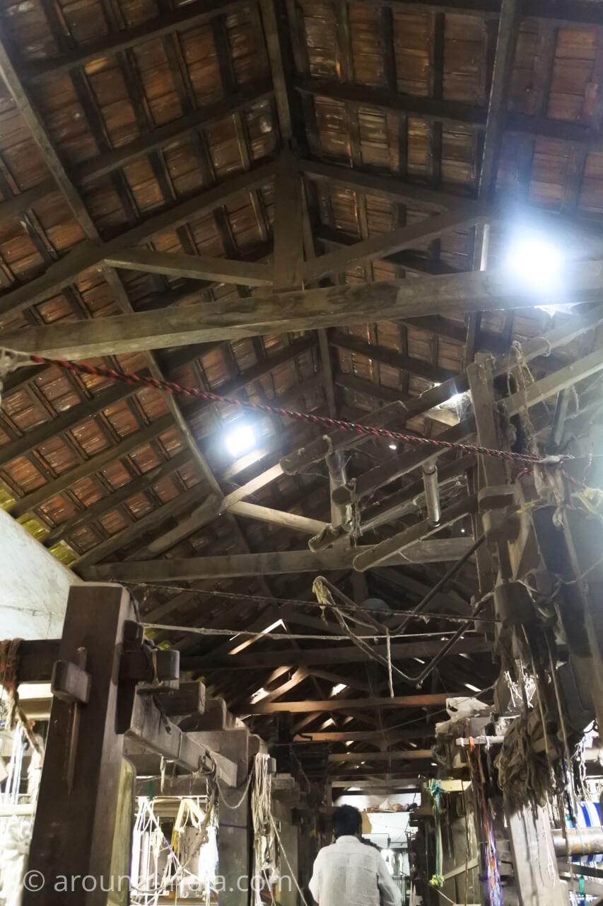 ケララの織物工房 天井